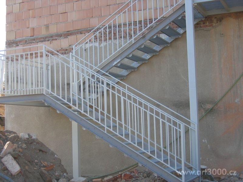 Zvolte si kvalitní venkovní ocelové schodiště pro vaši nemovitost v Brně